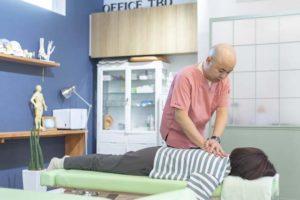 肩への整体施術